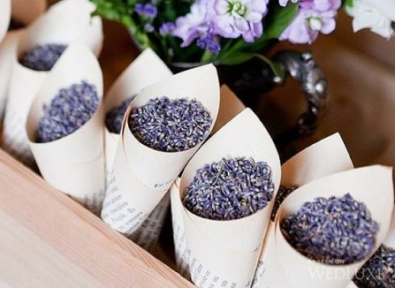 Lavender-wedding-toss-and-confetti